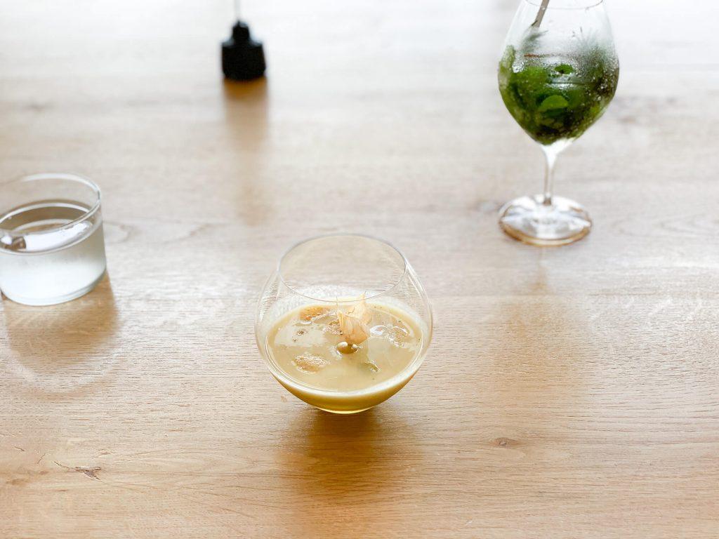 山のテーブル 汁物